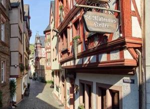 St. Maternuskeller - Weingut-Gästehaus Derkum